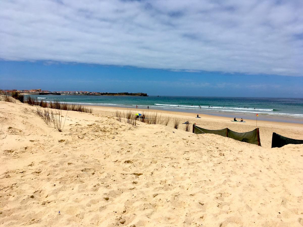 Playa cova da alfarroba peniche portugal